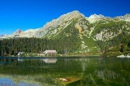 Popradské pleso je turisticky přístupné ledovcové jezero a významná křižovatka turistických tras v Mengusovskej Dolině.