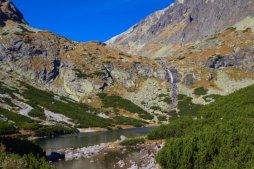 Velický vodopád (někdy je možné se setkat s názvem Večný dážď) je turisticky přístupný vodopád ve Velické dolině.